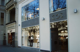 COS Shop: Berlino, Germania